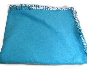Turquoise Fleece Throw, Turquoise Blue Blanket, Blue Crochet Edge, Travel Blanket, Blue Bedding, Fleece Throw, Blue Decor Blanket
