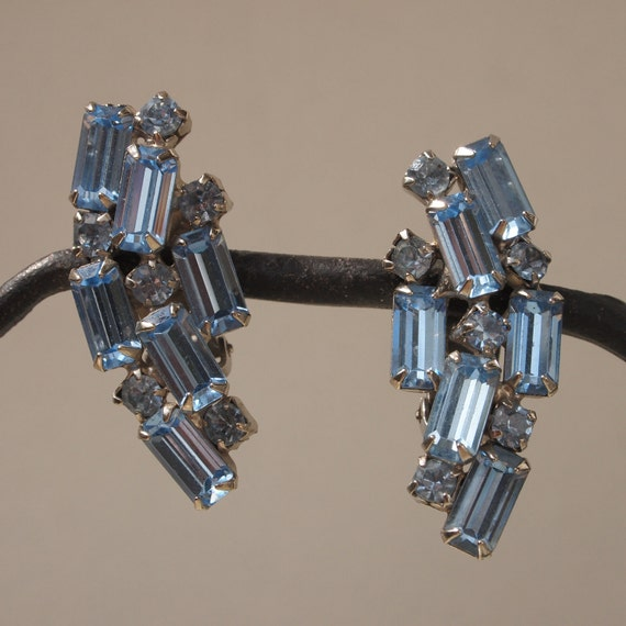 Lovely Light Blue Snow Shadow Baguette Rhinestone 50's Clip On Earrings