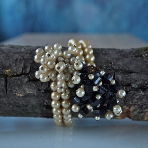 50's Ivory Pearl and Black Bead Memory Wire Wrap Yin Yang Bracelet Mad Men