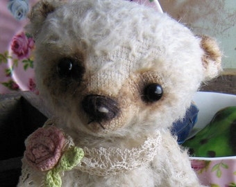 The Chris e-pattern, sweet vintage looking bear.