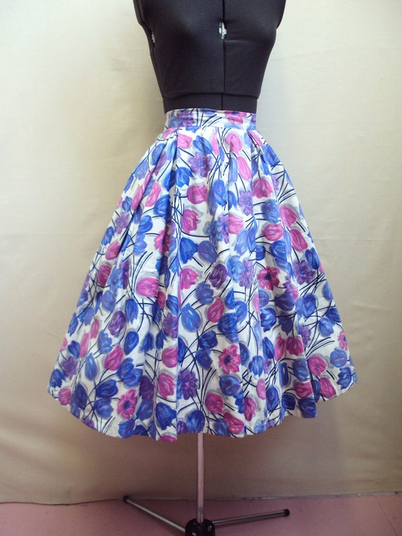RESERVED - 1950s White cotton skirt with roses in blue, pink, purple - XXS XS