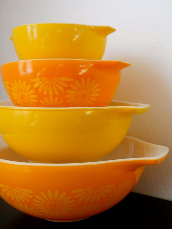 Vintage Pyrex 4pc Orange Daisy Cinderella Mixing Bowl Set
