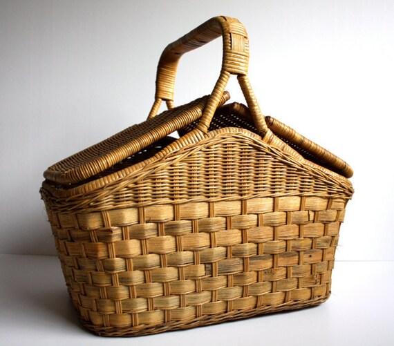 Vintage Classic PICNIC Basket