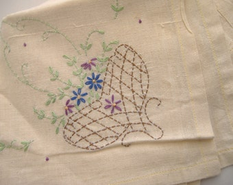 Vintge Hand Embroidered Tablecloth and Napkins