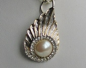 Vintage Pendant Pearl With Wings