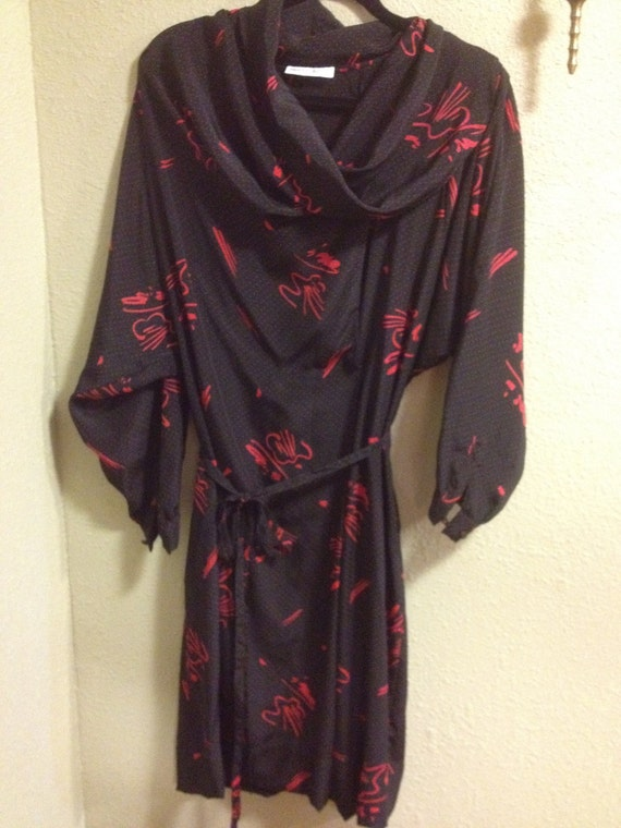 REDUCED Alberto Manuell Vintage Black and Red Flowy Belted Cowl Neck Dress Size XL
