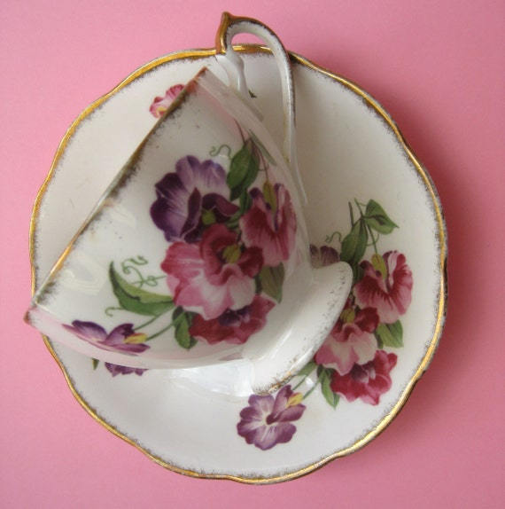 Vintage Sweet Pea Blossom Teacup - c. 1940s Dainty Spring Flower China Cup and Saucer - Pretty Magenta Fuchsia Rose Pink Violet Purple