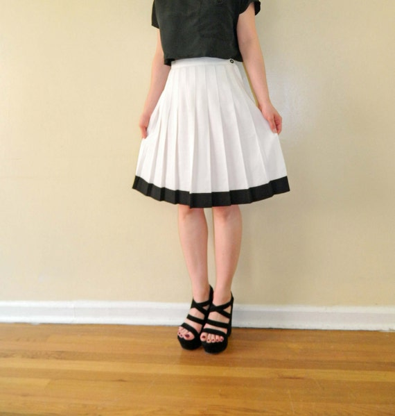 Pleated Skirt White Black Contrast Trim Medium