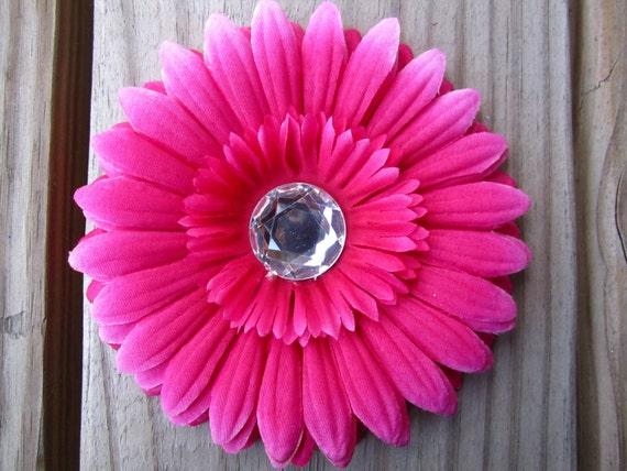 Cute BRIGHT PINK daisy flower hair clip