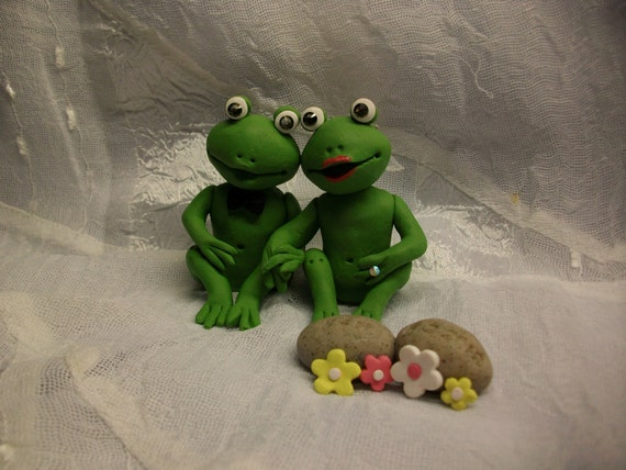 frog wedding cake toppers items similar to frogs and groom wedding cake topper 4380