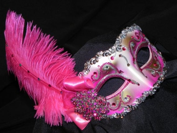 foto de Shades of Pink and Silver Feather Masquerade Mask