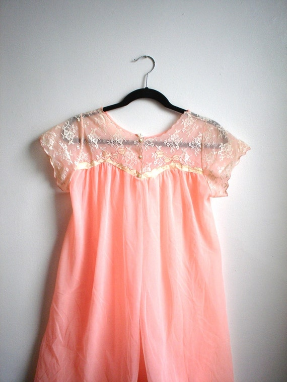 Oh You Pretty Thing / Peach Lace and Sheer Nightie Negligee Robe