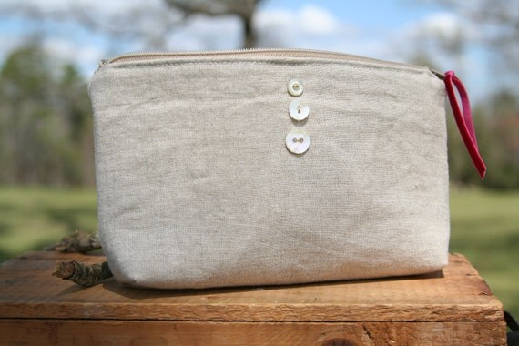 linen zipper pouch with mother of pearl buttons