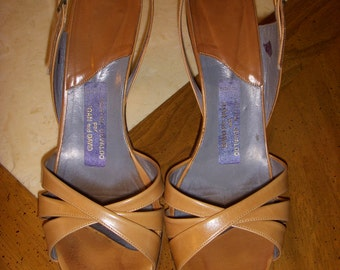 Vintage Martini Osvaldo Per Joan and David Heels Strappy Tan Leather Sandals Size 8 Made in Italy 1970s