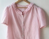 Pretty Vintage Top With Ruffled Collar