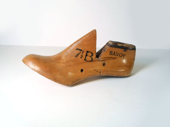 Vintage shoe form - 7 1/2 B Savoy cobblers wooden form for women