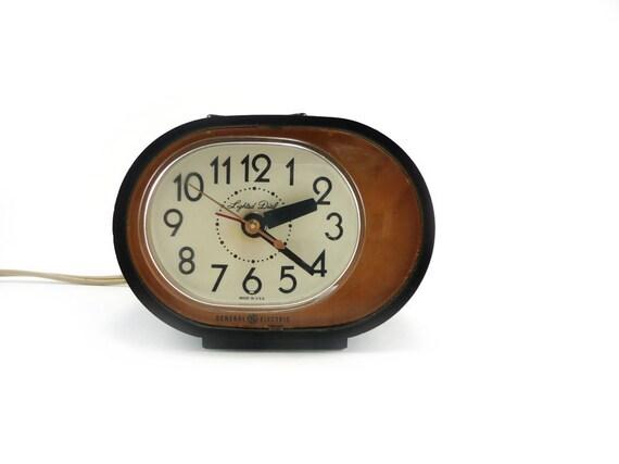 Mod electric alarm clock - two toned geometric design