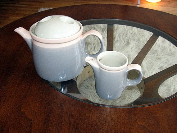 Mikasa Discovery Aruba Tea Pot and creamer