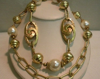 Golden Pearl and Knot Chain