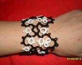 Handmade tatted bracelet in black and white