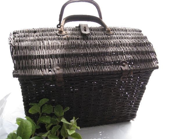 french wicker basket with leather handles rustic. Black Bedroom Furniture Sets. Home Design Ideas