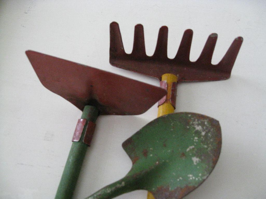 1950s rustic petite size metal garden tools vintage for Gardening tools vintage