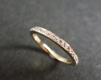 Wedding Ring with White Sapphire in 18K Yellow Gold