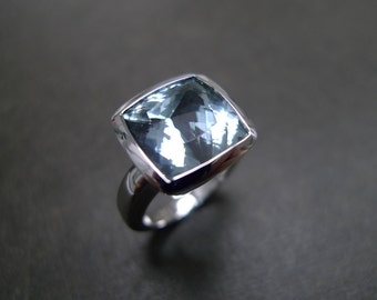 Aquamarine Engagement Ring in 14K White Gold