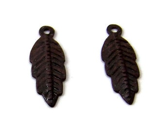 patina feather charm brown double-sided  20mm x 7mm, 2 charms (346BD)