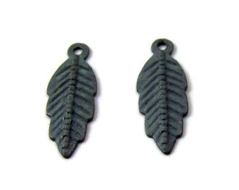patina feather charm - double-sided grey patina 20x7mm - 2 charms (346GD)