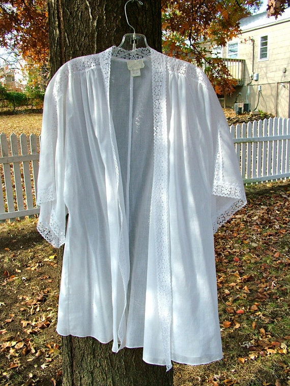 Reserved SALE 1970s White cotton and lace top by Wear Abouts