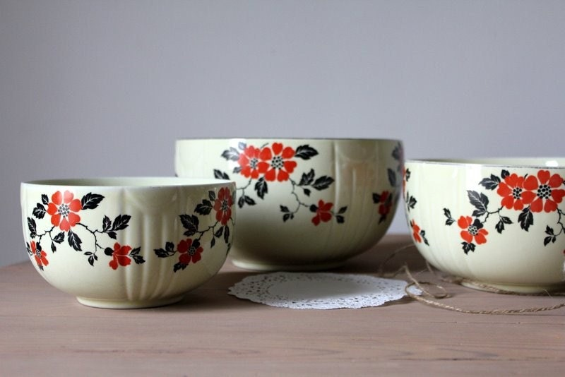 Vintage Hall Red Poppy Mixing Bowls Set Of 3
