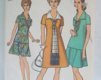 Vintage retro 70's Simplicity Pattern 8844 for dress and scarf Size 20
