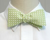 Men's Bow Tie in pale lime green and white circle design