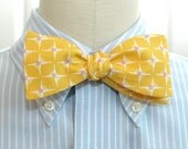 Men's Bow Tie in yellow and ivory geometric pattern