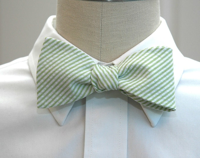 Men's Bow Tie, lime seersucker, wedding party tie, groom bow tie, groomsmen gift, wedding bow tie, wedding accessory, preppy self tie bowtie