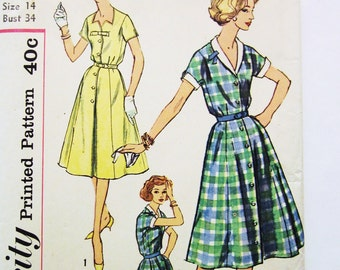 50s Simplicity 2847 Star Notch Neckline, Front Button Dress with Full Flare, Kimono Sleeves Size 14 Bust 34