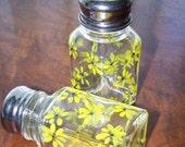 Yellow Daisy Shakers