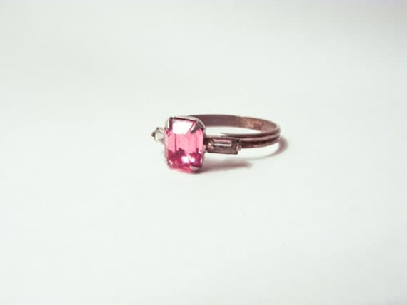 VINTAGE SHABBY CHIC: Light Pink 1950s-1960s Rhinestone Cocktail Ring.