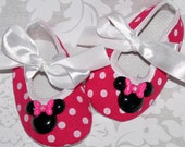 DiSNeY LaND Here We Come, Ballet Crib Shoes- hOt PiNk & White Polka DoT w/ Minnie Mouse Resins -in 4 diff infant sizes.