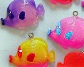 B279- 4pcs Little Tropical Fish Plastic Charms (Assorted Color)
