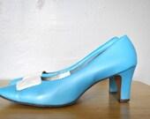 SALE   Vintage Heels / 1960s Shoes / Light Blue Vintage Heels / Size 8 Shoes / Vintage Light Blue 1960s Smartique Pumps