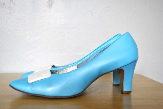 SALE   Vintage Heels / 1960s Shoes / Light Blue Vintage Heels / Size 8 Shoes / Vintage Light Blue 1960s Smartique Pumps