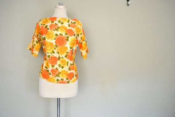 1960s Floral Blouse / Ladies Medium Bright Floral Top / Yellow and Peach Roses Blouse / 1960s Ladies Clothing