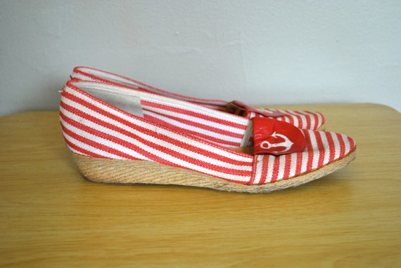 SALE   Vintage Red Striped Shoes / 1970s Wedges / Vintage Wedges / Vintage Pappagallo 1970s Nautical Red Striped Flats