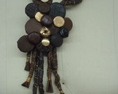 Leather, wire and buttons necklace