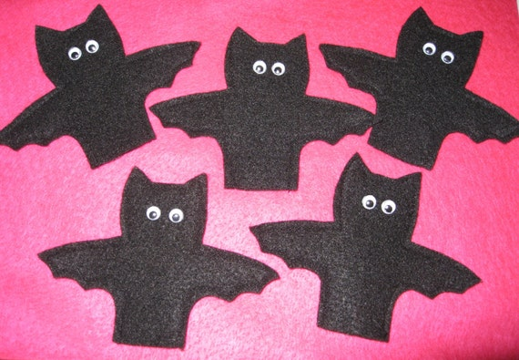 5 Little Bat Finger Puppets with original rhyme. Handcrafted from felt.