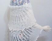 Round lace shawl winter white