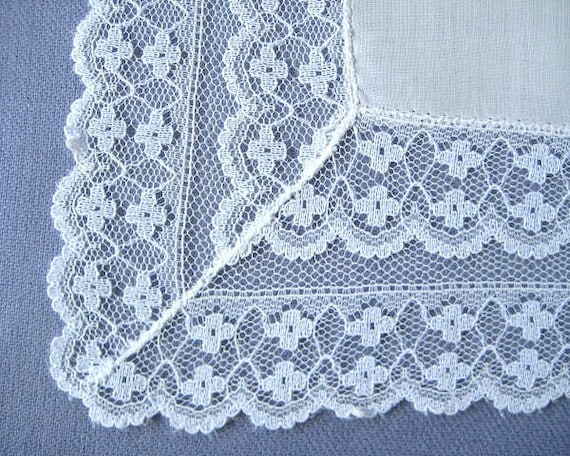 VINTAGE WEDDING HANKIE, Double Row of Floral Lace Applied to Hankerchief Cotton, Scalloped Edges, So Feminine, Excellent Condition