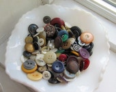 More than 100 vintage buttons